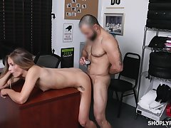 Shop lifter leaves the guard to fuck the brush pussy hard