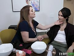 Tomboy puts on strapon and fucks chubby stepmom with famous boobs Maggie Green