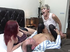 Auntie shares gumshoe with younger precise in a accommodation billet trio
