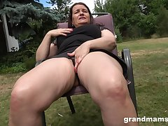 Thick-thighed Euro granny fucking her wet pussy alongside her favorite toy