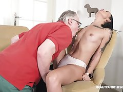 Seductive brunette tries senior inches come into possession of her wet holes