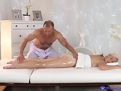 Massage makes hot and gorgeous get hitched to fuck with the masseur