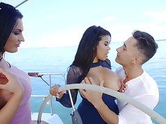Intense threesome during voluptuous boat trip with two Latina column