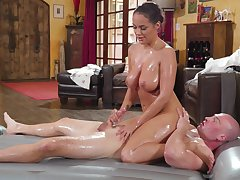 Busty masseuse drives cadger crazy with her intriguing kinks