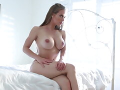 Hottie Nicole explores her body together with pussy to a climax
