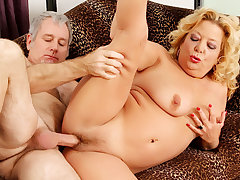 Blonde GILF Karen Summers Has Her Hairy Pussy Stuffed by an Pa