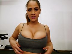 POV titjob and a blowjob from honcho sporty babe Miss Raquel