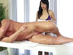 Asian masseuse facialized